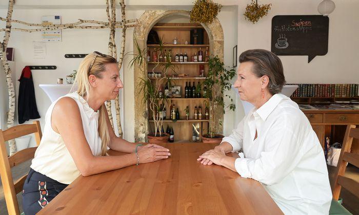 Die Frauen-Chefinnen der ÖVP und der SPÖ, Juliane Bogner-Strauß (l.) und Gabriele Heinisch-Hosek, trafen einander in Graz für das Gespräch.