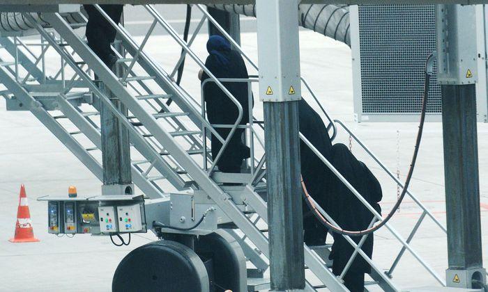 Deutsche IS-Rückkehrerin unter Terror-Verdacht! Festnahme am Flughafen Frankfurt