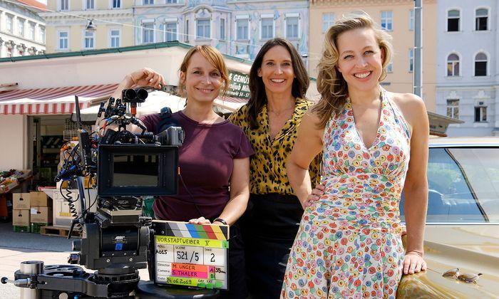 Im Bild (v.li.): Regisseurin Mirjam Unger, Maria Köstlinger, Nina Proll.