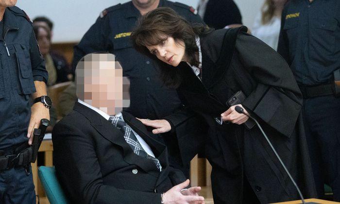 Der Angeklagte Alfred U. (64) mit seiner Anwältin Astrid Wagner.