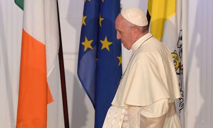 Papst erkennt bei Irland-Besuch Missbräuche als Skandal an