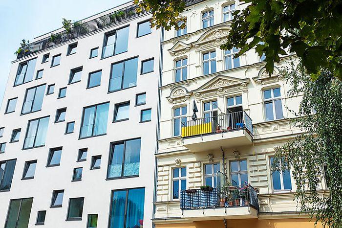 Altes Haus - neuer Balkon: In Wien ein seltener Anblick.