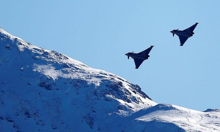 Archivbild: Zwei Eurofighter über Kitzbühel