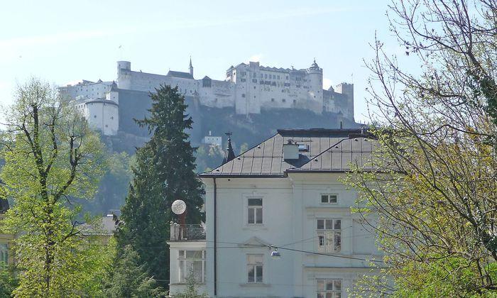Blick auf die Festung gibt es etwa in der Imbergstraße.