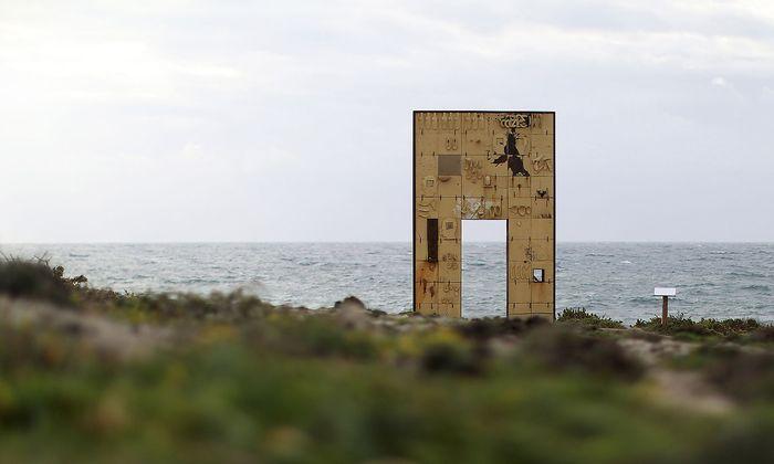 """Das Mahnmal """"Tor zu Europa"""", das an ertrunkene Migranten auf Lampedusa erinnert."""