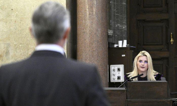 Angeklagter Walter Meischberger und Richterin Marion Hohenecker