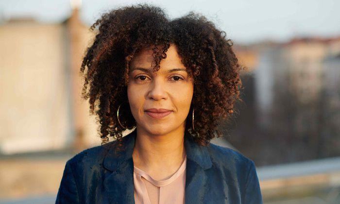 Autorin Jackie Thomae hält in der Identitätsfrage den Ball flach.