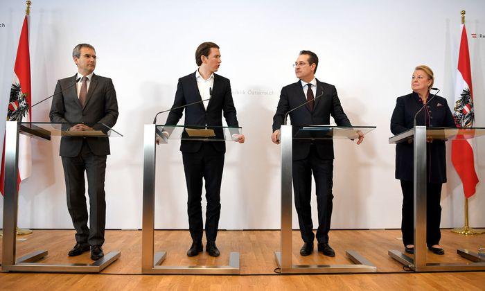 Finanzminister Hartwig Löger, Kanzler Sebastian Kurz (beide ÖVP), Vizekanzler Heinz-Christian Strache und Sozialministerin Beate Hartinger-Klein (beide FPÖ) präsentierten am Freitag die Pläne der Regierung.