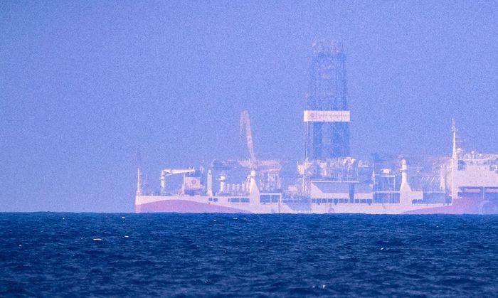 Ein Ein türkisches Bohrschiff vor der Küste Zyperns.