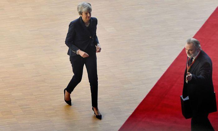 Großbritanniens Premierministerin, Theresa May, kommt an die rote Linie.