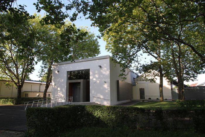 Die Kovatur der Aussegnungshalle wurde beibehalten, von Florian Ketter jedoch behindertengerecht umgebaut.
