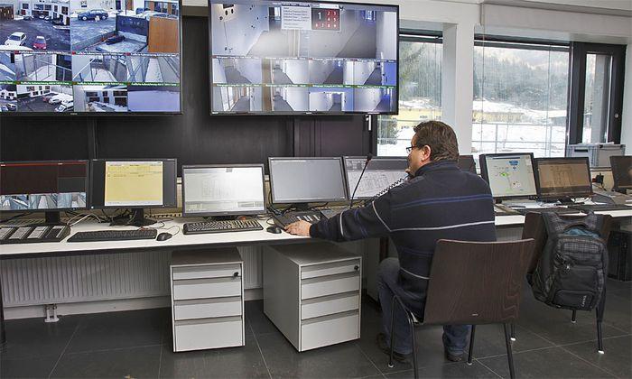Die Sicherheitszentrale im Schubhaftzentrum Vordernberg