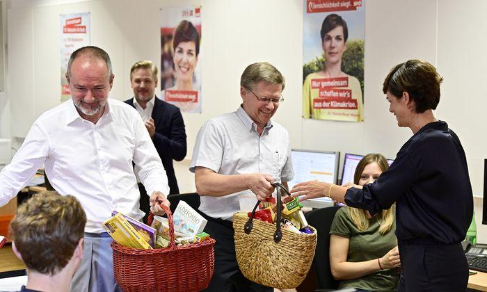 Der eine, Thomas Drozda (li.) geht. Der andere, Christian Deutsch (re.) bleibt. Der rote Wahlkampfmanager wird der neue Bundesgeschäftsführer der SPÖ.