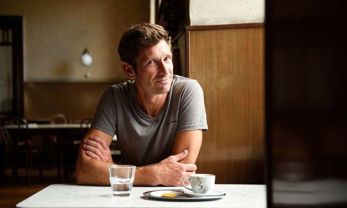 Kleinstadt als Thema: Wahlwiener Andreas Kiendl beim Gespräch im Café Heumarkt.