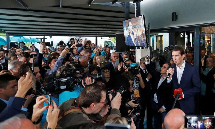 Noch am Tag des Misstrauensvotums startete der ÖVP-Chef Sebastian Kurz – offenbar gut vorbereitet – in den Wahlkampf.