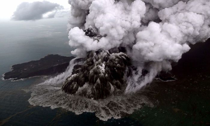 Verursacher des Tsunamis ist der Vulkan Anak Krakatoa, dessen Unterwasser-Erdrutsch die Welle in Gang gesetzt haben dürfte.