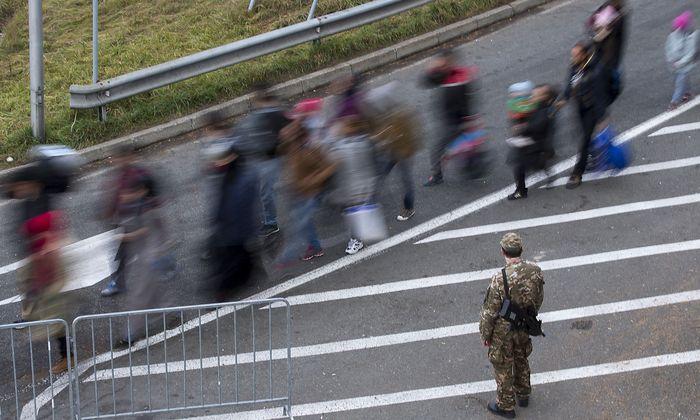 Braut sich am Balkan wieder etwas zusammen? Bild von der slowenisch-steirischen Grenze bei Spielfeld, 2015