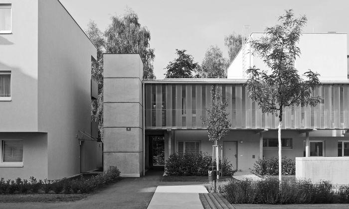Bietet den Bewohnern Erkennungswert und Identifikation mit ihrem neuen Zuhause: Wohnhausanlage an der Glan in Klagenfurt, verantwortet von Eva Rubin.