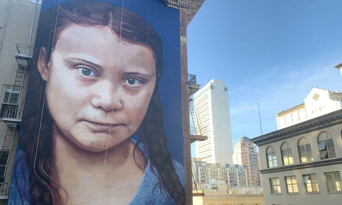 Ein Bild von Klimaaktivistin Greta Thunberg in San Francisco, sie soll am Dienstag in Madrid ankommen.