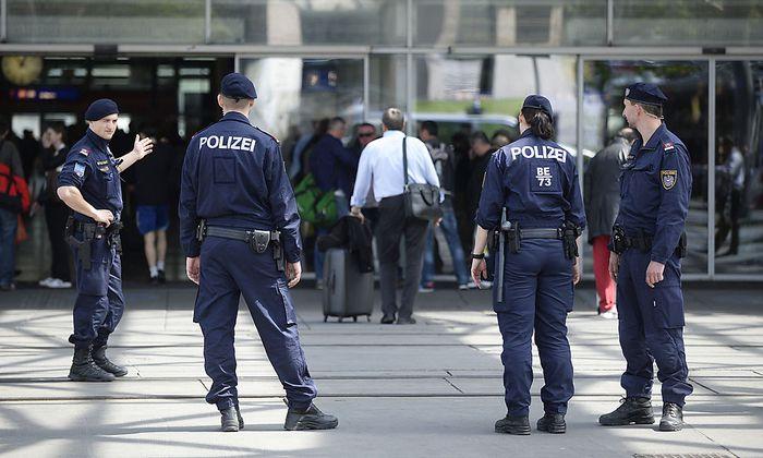 Symbolbild: Polizei am Praterstern