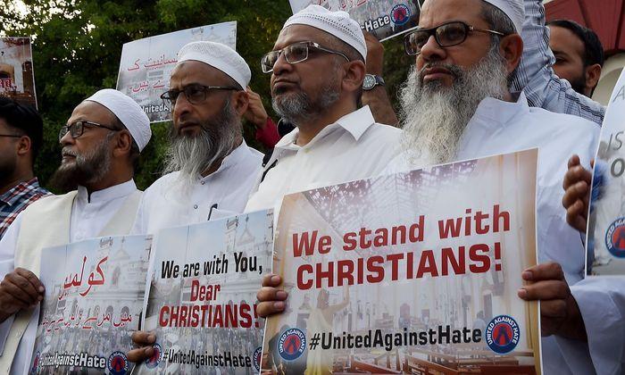 Weltweit gab es Solidaritäts-Bekundungen von Muslimen für die christlichen Opfer von Sri Lanka - hier ein Bild aus Indien.