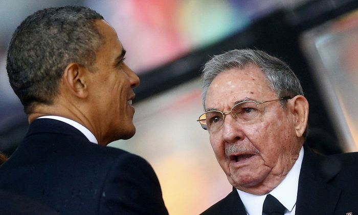 Obama und Raul Castro bei einer Begegnung im Dezember 2013