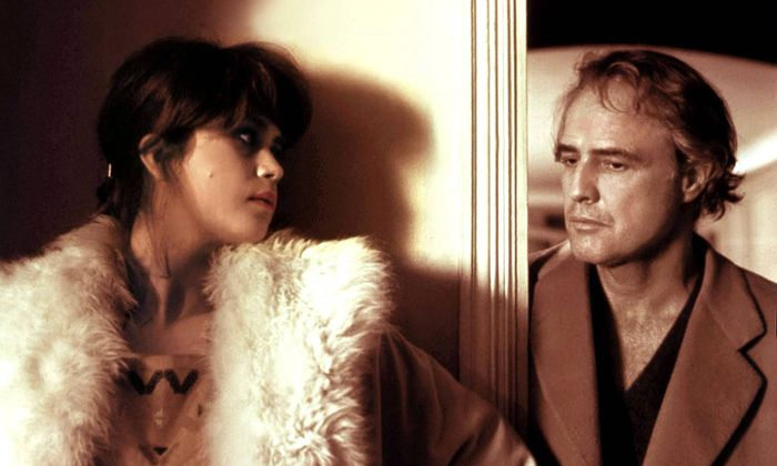 LAST TANGO IN PARIS 1972 DIRECTED BY BERNADO BERTOLUCCI Maria Schneider and Marlon Brando AD00527315