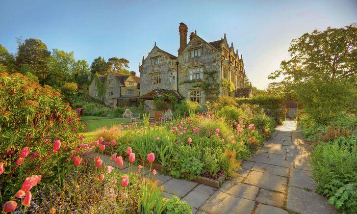 Gravetye Manor liegt in einem versteckten Tal im Westen der Grafschaft Sussex.
