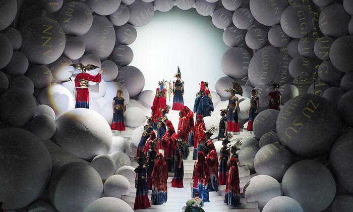 """Der wahre Hauptdarsteller in der """"Zauberflöte"""" von St. Margarethen ist das Bühnenbild."""