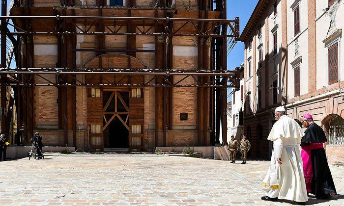 Papst Franziskus besuchte am Wochenende das von einem Erdbeben zerstörte Camerino in Italien.