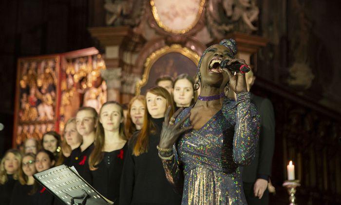 """""""And the Angels Sing"""": Dorretta Carter bewegte im Stephansdom auch die Gäste zum Mitsingen."""