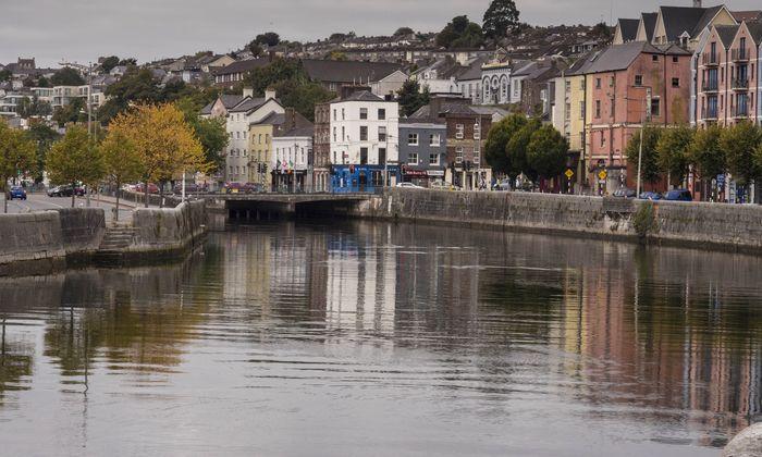Cork City: In den Gässchen der heimlichen zweiten Hauptstadt Irlands stößt man auf eine reiche kulturelle und kulinarische Szene (Mitte).