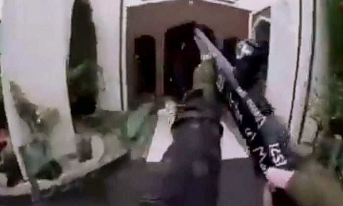 Kein Videospiel mit einem Ego-Shooter, sondern blutige Wirklichkeit: Der Massenmörder von Christchurch nahm das von ihm verübte Massaker an Muslimen in der Hauptmoschee mit einer Helmkamera auf.