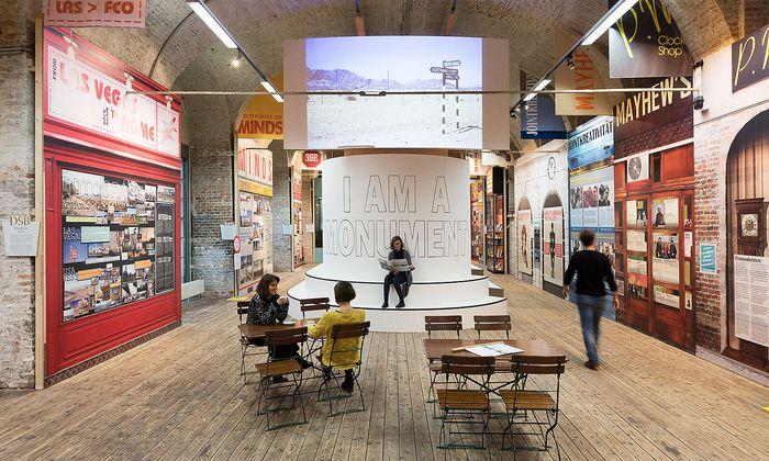 """""""I am a Monument"""": Ausstellung zur Architektin, Stadtplanerin und Autorin Denise Scott Brown im Architekturzentrum Wien."""