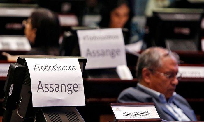 """Im ecuadorianischen Parlament ist man mit dem Vorgehen der Regierung nicht in jeder Fraktion zufrieden. """"#WirAlleSindAssange"""""""