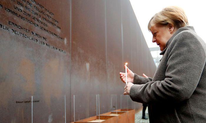 Zur Erinnerung an den Mut der DDR-Opposition im Herbst 1989 wurden Kerzen entzündet.
