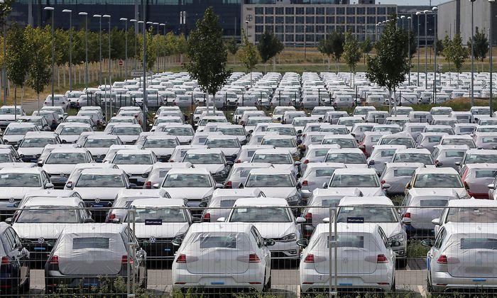 Neuwagen werden durchschnittlich um 300 Euro teurer.