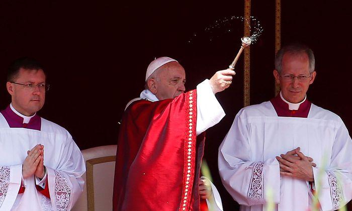 Papst Franziskus bei der Pfingstmesse
