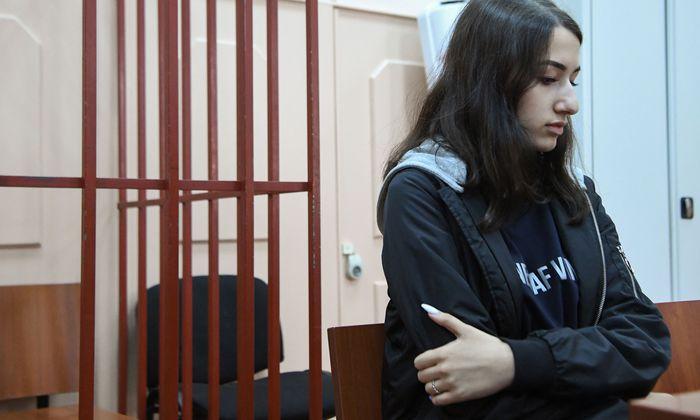 Die jüngste der drei Schwestern, Maria, bei einer Anhörung in Moskau.
