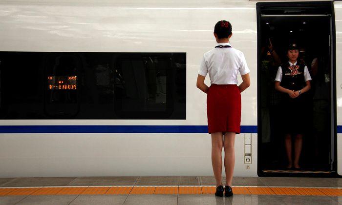 Alles einsteigen, Zug fährt nach Europa ab: Die chinesische Bahnindustrie beginnt, mit ursprünglich aus Europa stammender Technologie den EU-Markt aufzurollen. Brüssel sieht dem relativ hilflos zu.