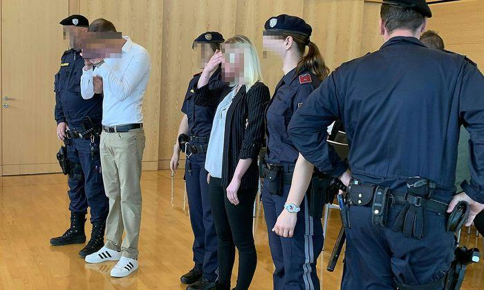 Die Angeklagten am Montag vor Gericht