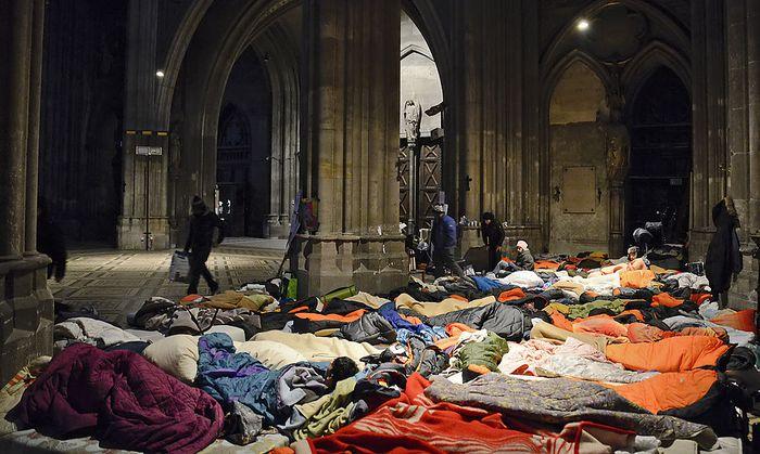 Einige Asylwerber in der Votivkirche befinden sich immer noch im Hungerstreik.