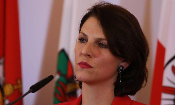 Ministerrat Wien BKA 14 02 2018 Karoline EDTSTADLER *** Council of Ministers Vienna BKA 14 02 20