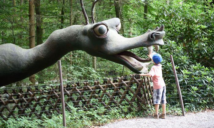 Unterwegs begegnet man nicht nur Dinos, sondern auch einem Drachen im Wald.