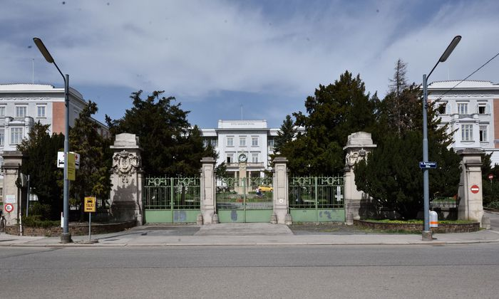Idyllisch gelegen, geschichtsträchtig, denkmalgeschützt: Das Otto-Wagner-Spital soll zur neuen Heimat der Central European University werden.