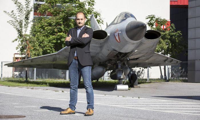 Die Luftfahrt hat es Lukas Andracher angetan – und hier vor allem die Brennkammern der Strahltriebwerke, das Herzstück der Antriebstechnik. [