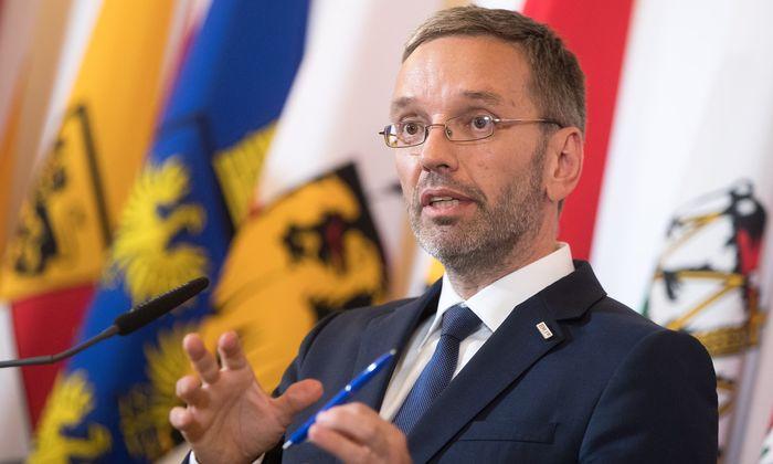 Schon im BVT-Untersuchungsausschuss ist bekannt geworden, dass das BVT zu einzelnen Treffen nicht mehr eingeladen worden ist und dass diverse Informationen nicht mehr nach Österreich gegangen sind.