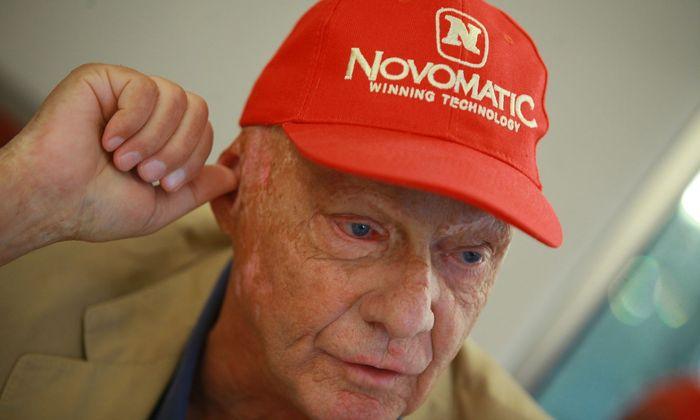 Kaum hat Niki Lauda seine alte Fluglinie zurück, herrscht bereits Aufregung um die neuen Dienstverträge für die Mitarbeiter