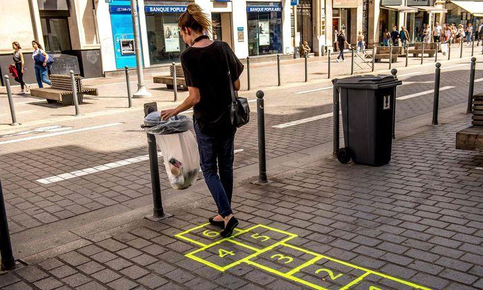 """""""Nudging"""" in Frankreich: Die Zeichnung führt zum Mülleimer."""