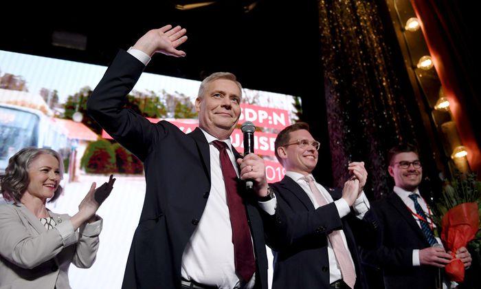 Wahlparty in Helsinki: Antti Rinne und seine Parteifreunde feiern den ersten, wenngleich nur hauchdünnen Wahlsieg der Sozialdemokraten seit 20 Jahren.